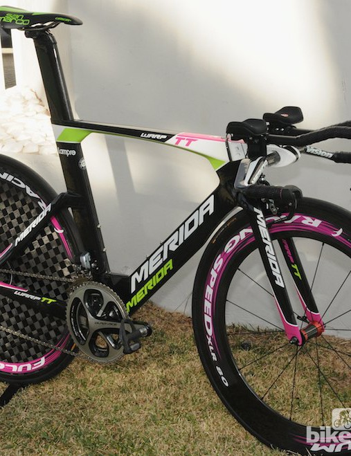 The Warp uses Fulcrum's new 900g rear disc wheel, and light Racing Speed front