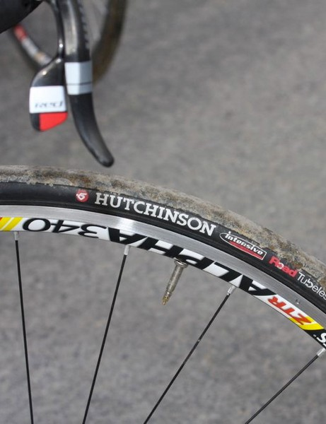 The team is using Hutchinson tubeless tires