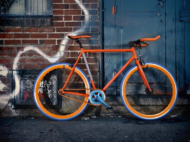 Each rim and each tire can be color-customized, as can the frame, crank, pedals, chain, saddle and handlebar tape