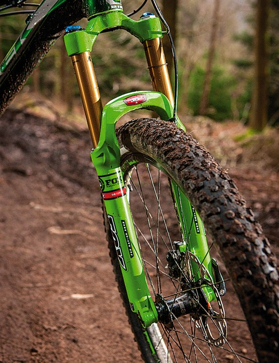 The Trek DRCV 32 Fox fork saves some weight and looks bling in its Kashima coat