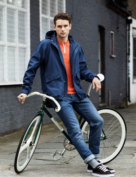Clothing from the H&M men's casual cycling range