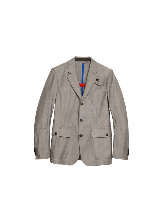 The stretch blazer brings a vintage touch to the collection