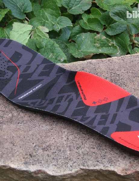 Shaping on the included Specialized Body Geometry insole is similar to before but with a dual density foam construction