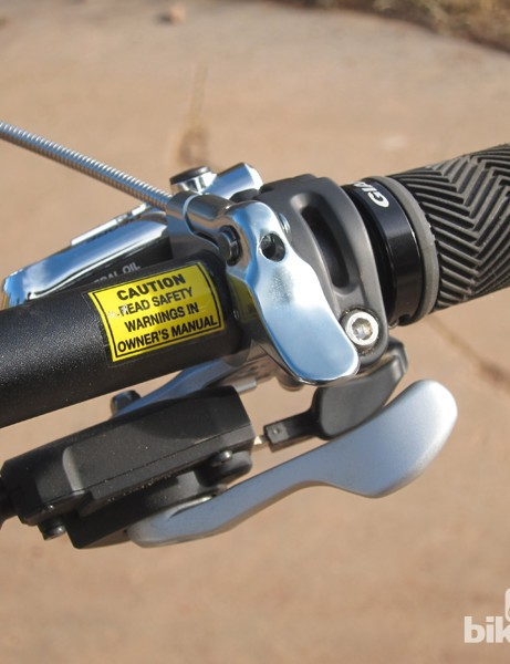 The Giant-branded Contact dropper seatpost remote takes up little room on the handlebar