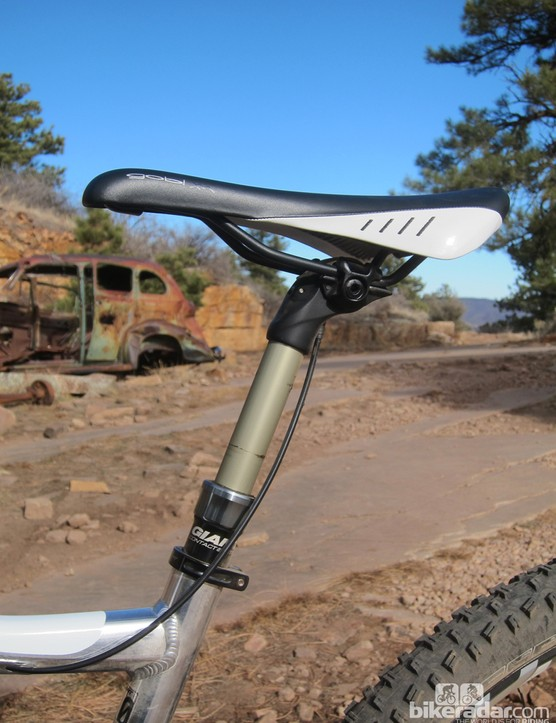 Giant includes its own Contact dropper seatpost with the Trance X 29er 0. It's not quite as smooth as some other options but it works well enough and the cable mechanism is tucked safely away inside the head
