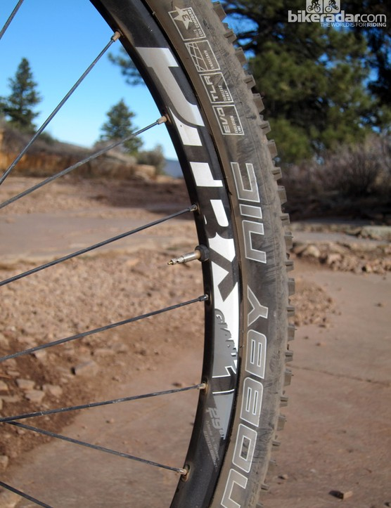 The Giant P-TRX 29er 1 wheels are similar to DT Swiss's XR 1450 Splines but with a 28mm-wide tubeless rim that's better suited to trail use