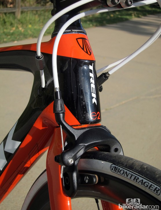 The internally routed cables enter the frame immediately aft of the head tube, which unfortunately complicates routing on smaller frames or lower stem positions