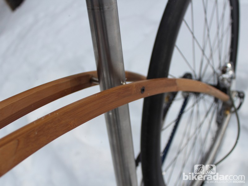 The Glissando features two curved bamboo pieces that run from the head tube to the dropouts