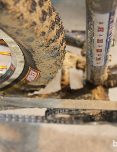 This monstercrosser can clear a 29x2in tire with plenty of room for mud