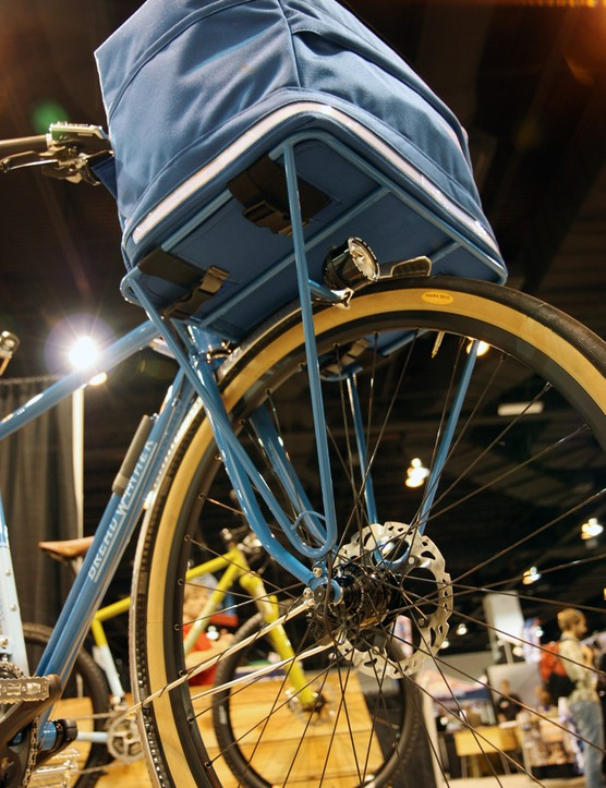 A front hub dynamo powers front and rear lights