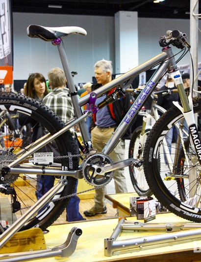 This smaller-sized full-suspension Kent Eriksen 650b frame supposedly weighs right around 2.27kg (5.0lb)