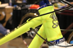 The shift cables are routed along the top tube while the rear brake and dropper post run through the frame