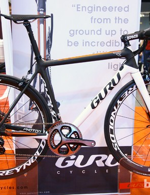 Guru says the new Photon R is the most racing-specific of the new three-bike Photon range with a sub-800g claimed weight (54cm frame) but more stiffness than the other two