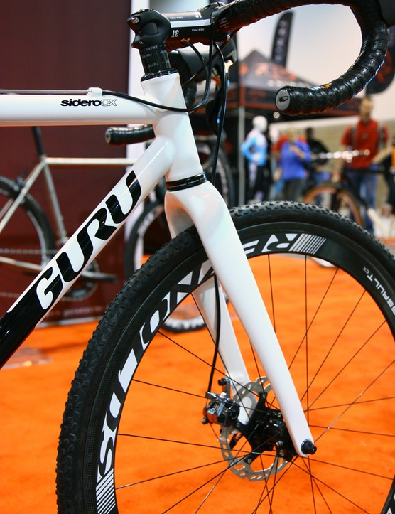 The front end features a 44mm head tube and tapered Enve Composites disc 'cross fork