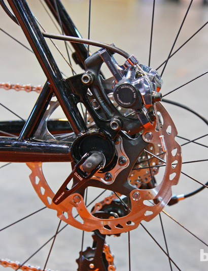 A short reinforcing strut is used on the back end of Guru's disc-equipped Sidero CX 'cross bike