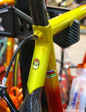 Rich Gängl's novel seatpost clamping mechanism requires the back of the seatpost to be slotted. The rear wall of the seatpost is then sandwiched between the seat tube and a convex-shaped wedge as you tighten the bolt. Check out the carving at the top of the seat tube, too