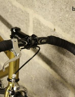 The cockpit of each Quella includes this 400mm bullhorn bar