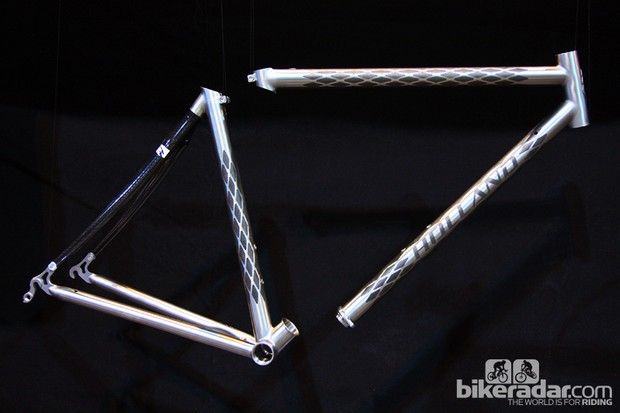 The Holland Cycles Jet uses the Ritchey Break-Away design but adds higher-precision fittings, some of which are produced by Paragon Machine Works. Tubing options include larger-diameter titanium than the Ritchey uses, or Vyatek's striking ExoGrid co-molded titanium and carbon fiber materials