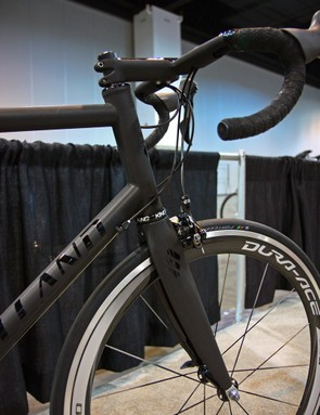 Holland Cycles stiffens up the front end of Bill Walton's titanium road frame with an oversized 44mm head tube