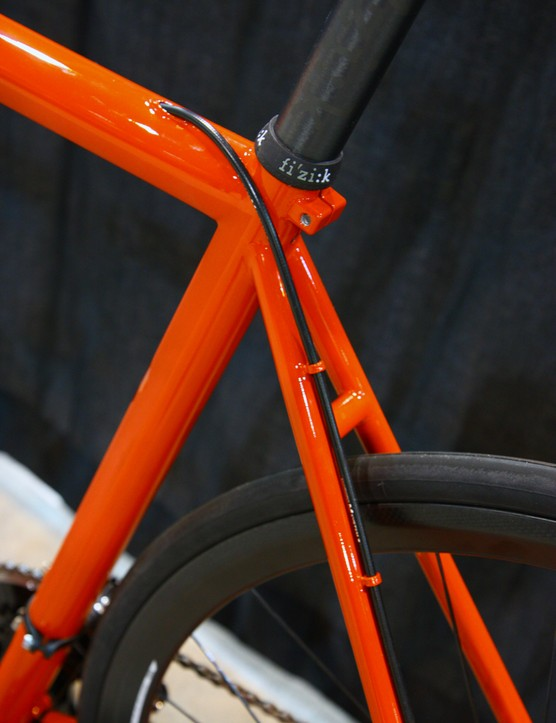 The continuous rear brake housing is internally run through the top tube but then externally run along the seat stay