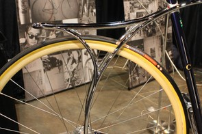While there are no rack or fender mounts on this city bike, there is an integrated rack