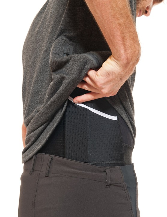 The shorts don't have rear pockets, but the bib liners do