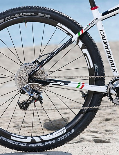 It features a 36-tooth SRAM XX1 chainring and 10-42 SRAM XX1 cassette