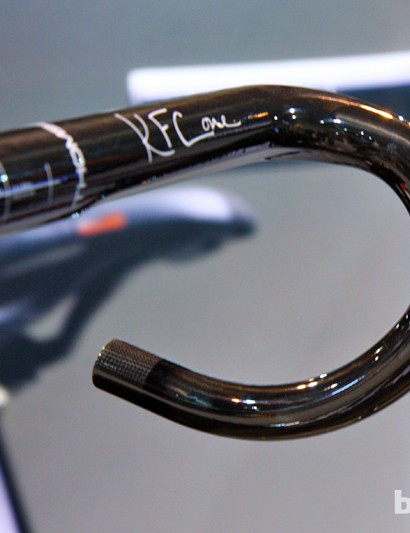 Thomson's carbon fiber 'cross handlebar features a shallow drop and reach. According to Thomson, this came at the request of Katie Compton, who didn't want to overly alter her weight distribution with different hand positions