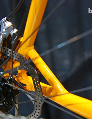 A short strut reinforces the non-driveside stays on Gaulzetti's new Cabrón disc-equipped 'cross bike