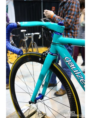 We're more accustomed to seeing this paint scheme on a Yeti but it somehow looks just right on this Gaulzetti Corsa road bike, too