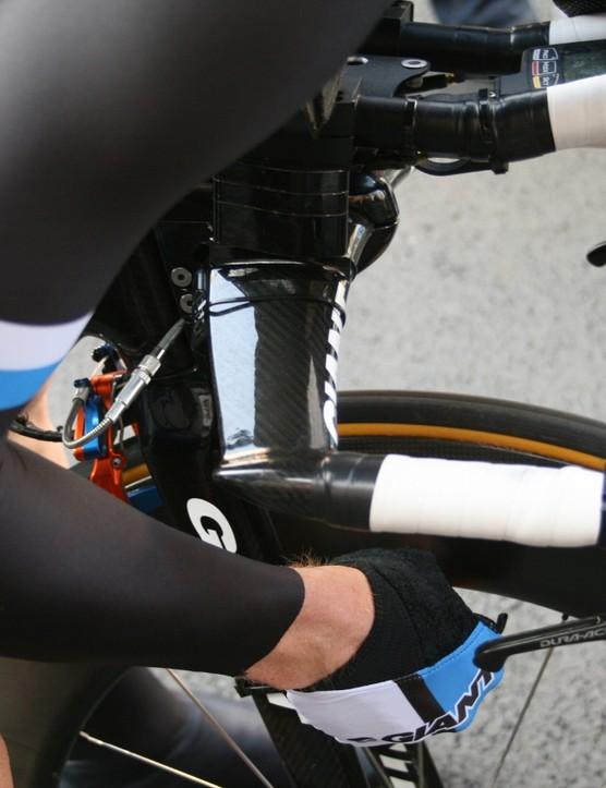 Anodised blue and orange brakes between the legs of Blanco rider Steven Kruijswijk – a memento of Rabobank days