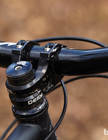DMR's 35mm diameter Wingbar is fitted to the Defy 35mm stem