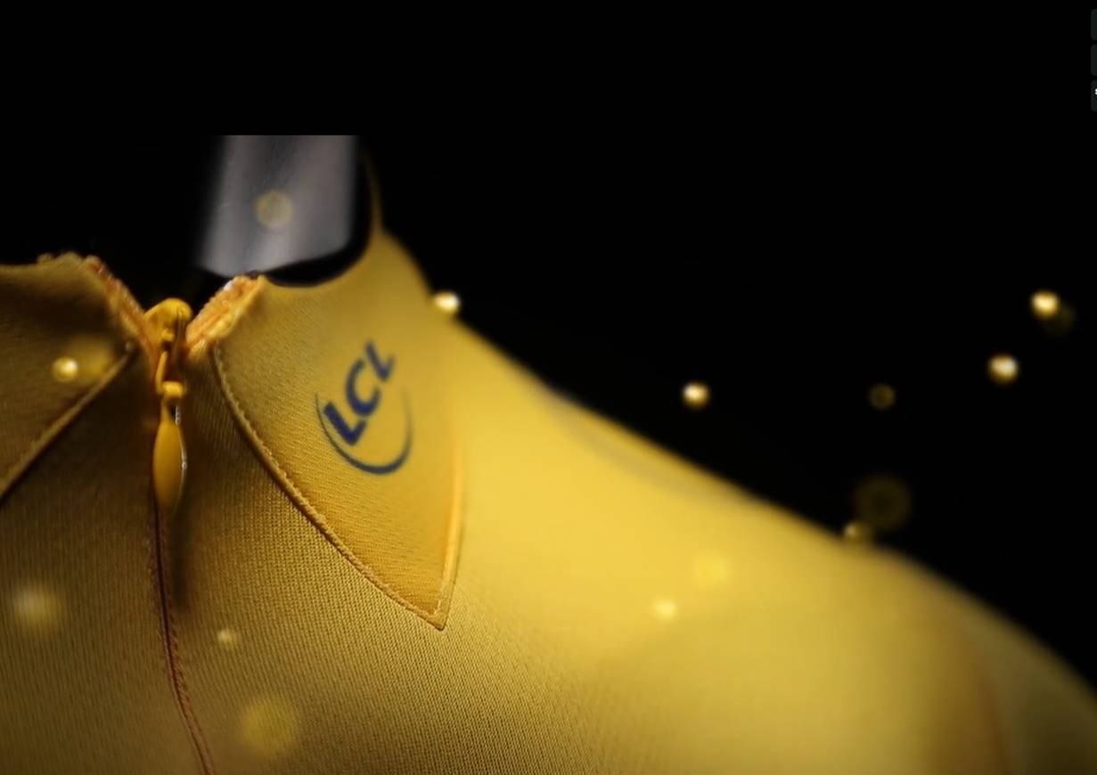 The 2013 yellow jersey features a fake collar, in recognition of the 1951 Tour and the company's first year of sponsorship