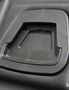 The simple click-and-lock attachment on the handlebar mount device