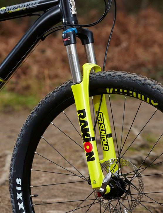 The 120mm Suntour Raidon LO is air sprung with a 15mm axle and a lockout