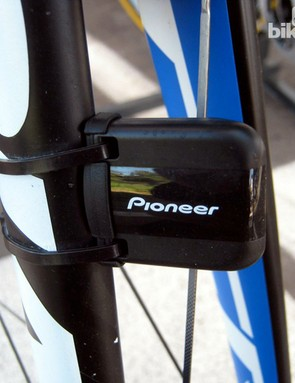 Blanco riders are using a separate wireless speed sensor up front despite the fact that the computer has on-board GPS