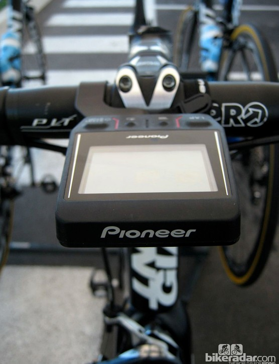 The stout handlebar mount keeps the display centered relative to the stem