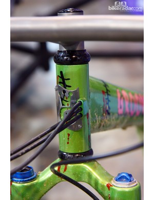 The internally routed cables barely clear the steerer tube inside