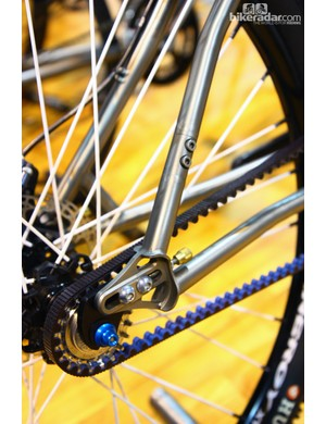 The split in the seat stay allows the belt to be inserted into the rear triangle