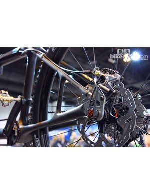 A short strut reinforces the non-driveside stays on this custom Calfee carbon mountain bike tandem