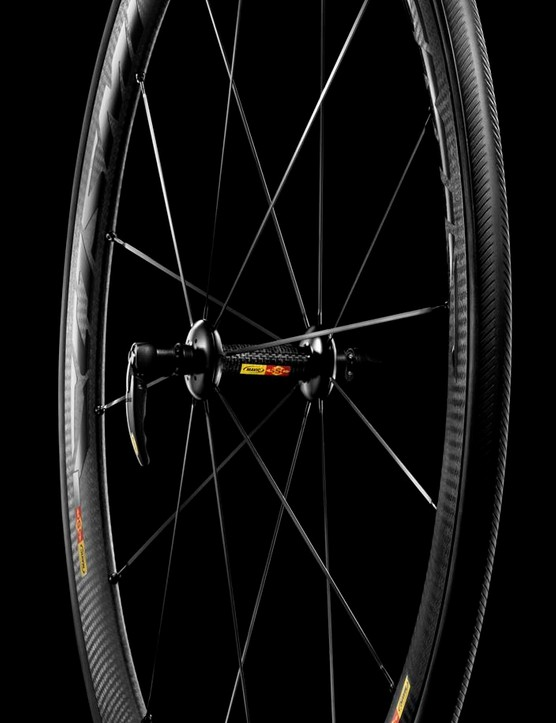 The 40 C clincher has a unique carbon brake surface that's backed by aluminum