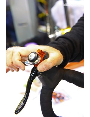 Looking for an alternative to traditional integrated brake-and-shift levers? Retroshift cleverly splices bar-end shifters onto conventional brake levers for what we expect to be a supremely durable setup