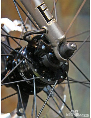Ultra-clean wire routing on this Engin Cycles fork