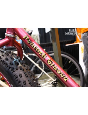 The owner of this bike, Chris Skogen, organizes the Almanzo 100 gravel road race in Minnesota so builder Erik Noren used actual gravel from the course to create the down tube logo