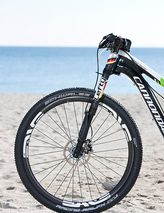 The front end of Manuel Fumic's Cannondale Scalpel 29er