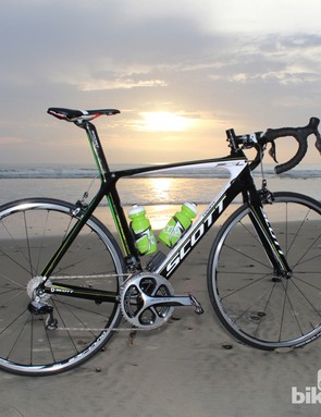 We test rode the new 9070 on this Scott Foil Team, which, like an increasing number of high-end frames, has an integrated battery mount