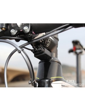 This five-port junction takes in information from each shifter (which in turn connects a sprint shifter) and sends it to the derailleurs