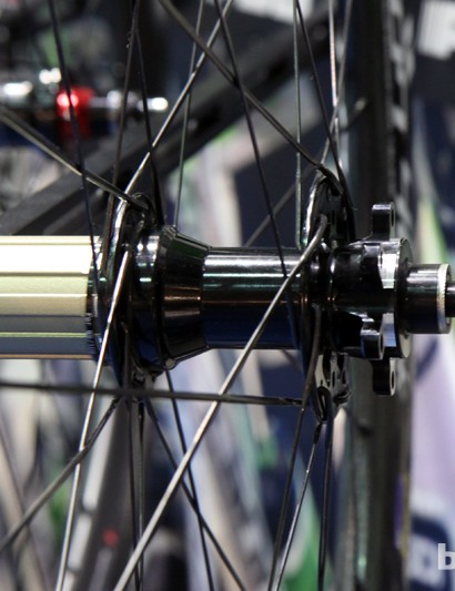 Vision is bracing itself for the coming wave of road disc brakes with a six-bolt-compatible version of the Metron 40 wheelset