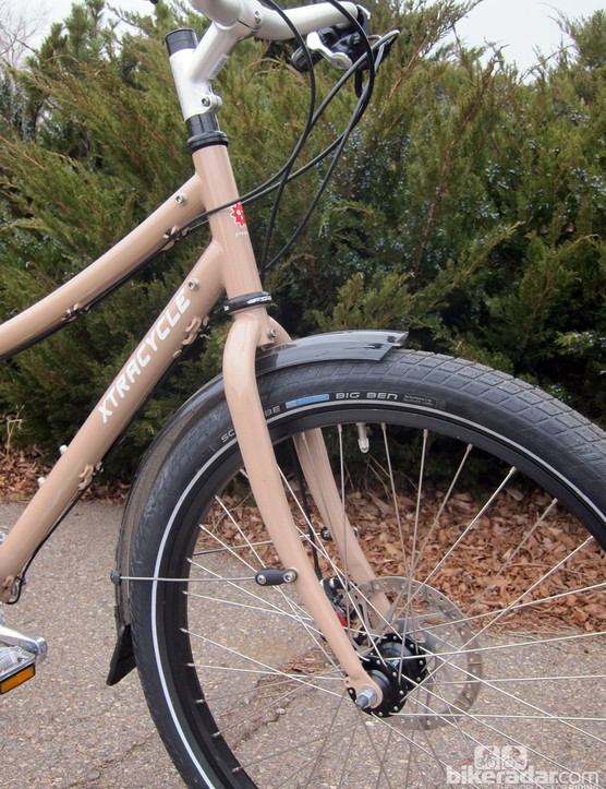 Xtracycle builds the EdgeRunner with a straight 1 1/8in front end