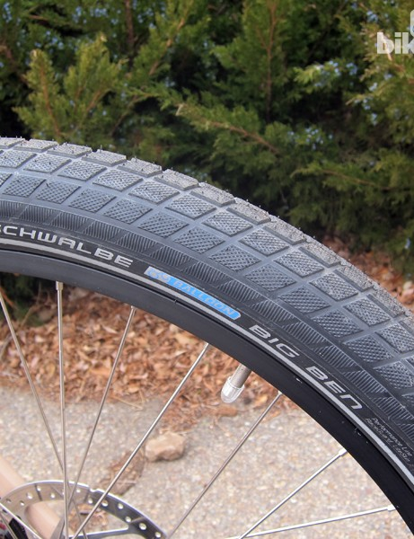 The Schwalbe Big Ben tires are voluminous and remarkably fast rolling